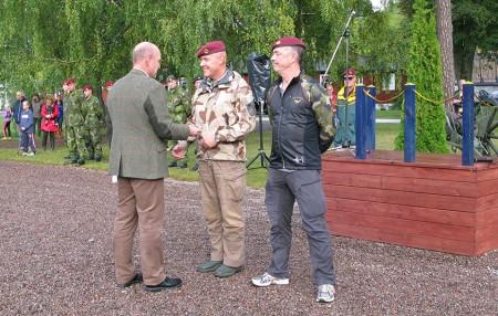 Göran Eliasson och Andor Gregorics fick klubbens jetong för Normandie-äventyret